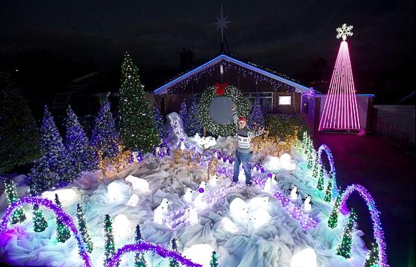 manning close christmas light show wells somerset england