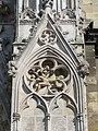 Mantes-la-Jolie - détail du portail des échevins 9291.JPG