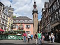 Market square at Cochem with cityhall and churchtower - panoramio.jpg