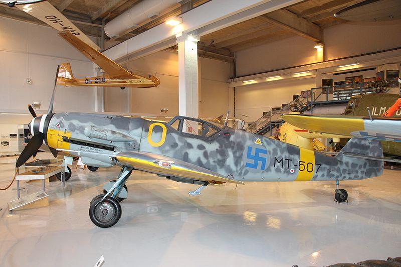 800px-Messerschmitt_Bf_109_G-6_%28MT-507%29_Keski-Suomen_ilmailumuseo_2.JPG
