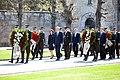 Ministru prezidents Valdis Dombrovskis piedalās svinīgajā vainagu nolikšanas ceremonijā Rīgas Brāļu kapos, atzīmējot Nacisma sagrāves dienu un pieminot Otrajā pasaules karā bojāgājušos (8719147711).jpg
