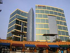 Edificio Del Hotel Marriott Visto Desde El Centro Comercial Larcomar De Atrás Funciona Como Torre Oficinas