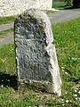 Montépilloy (60), hameau de Boasne, borne armoriée 1.jpg