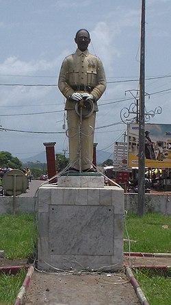 Monument Martin Paul Samba4.jpg
