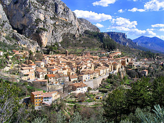 Moustiers-Sainte-Marie - The village of Moustiers-Sainte-Marie, seen from above