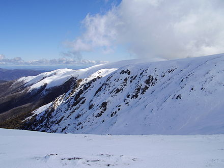 looking to the summit of Mount Bogong, in winter. Mt bogong 01.JPG