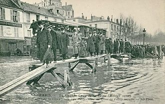 1910 Great Flood of Paris - During the flood on Quai de Passy