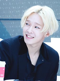 Nam Tae-hyun at a fanmeeting in Sinchon in February 2016 07.jpg