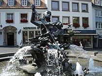 Neptun-Brunnen-Dom.jpg