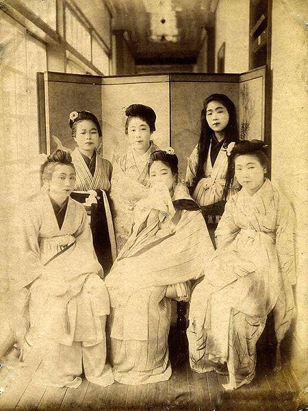 Archivo: No.  9 Girls Kusakabe Kimbei.jpg