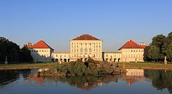 Nymphenburger Schloss at sunset.JPG