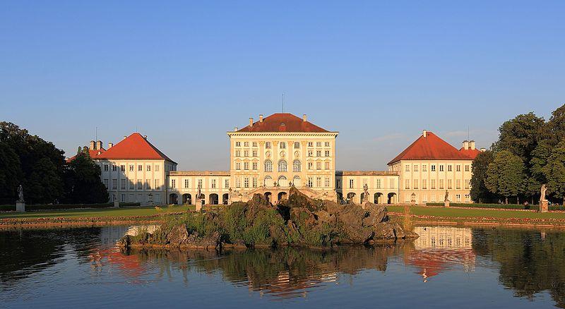 File:Nymphenburger Schloss at sunset.JPG