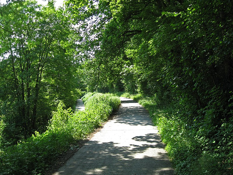 The upper road was the vicinal railway line from Olloy to Oignies, now a bicycle path.