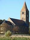 foto van Toren van de Michaëlskerk, forse vierkante romaanse toren met gemetselde spits