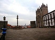 Oporto (Portugal) (23412468964).jpg