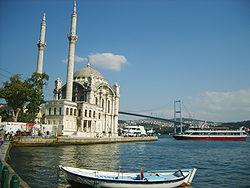 Büyük Mecidiye Camii (halk arasında Ortaköy Camii) ve Boğaziçi Köprüsü