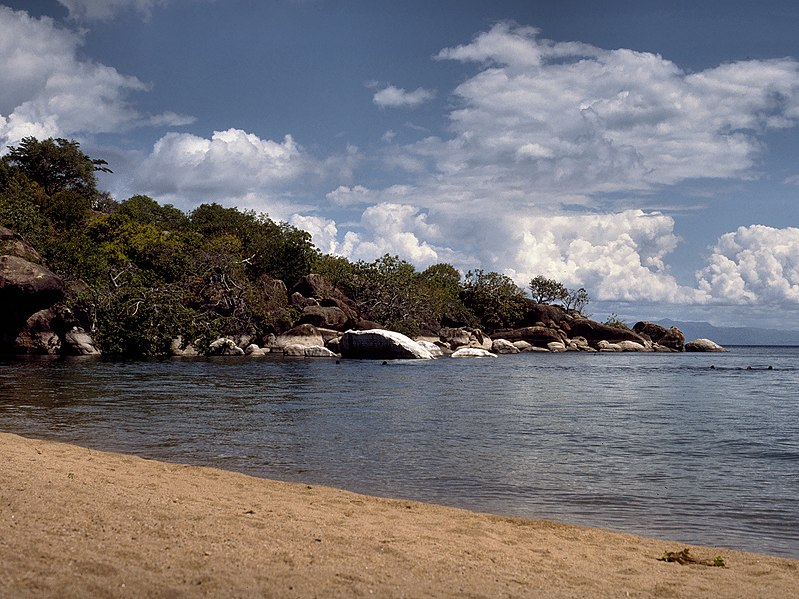 File:Otter Point, Cape Maclear (Malawi).jpg