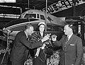 Overdracht Friendship aan de Trans Australian Airlines bij de Fokkerfabrieken te, Bestanddeelnr 910-2785.jpg