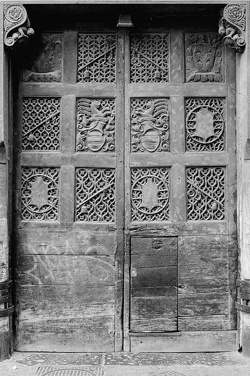 Porte du Palazzo Diomede Carafa à Naples.