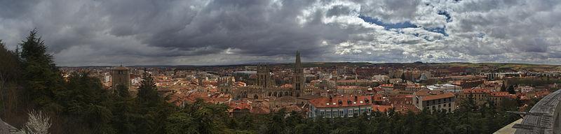 Panorámica de Burgos - Mirador del Castillo.jpg