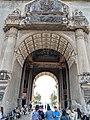 Patuxay gateway.jpg