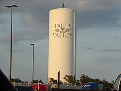 Water tower in Pauls Valley