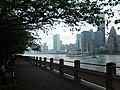 Pedestrian Walk of Roosevelt Island - panoramio.jpg
