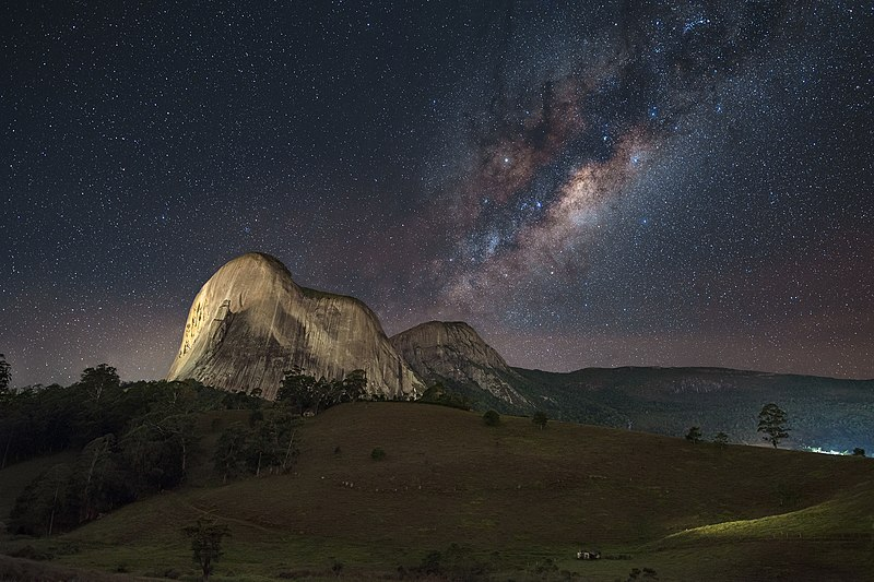 File:Pedra Azul Milky Way.jpg