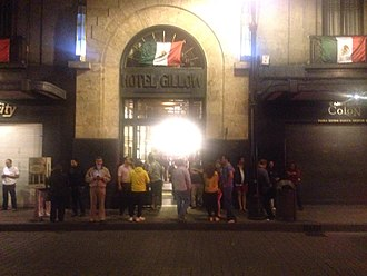2017 Chiapas earthquake - People outside a hotel in Mexico City a few minutes after the earthquake.