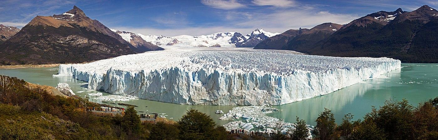Perito Moreno Glacier Panorama.jpg