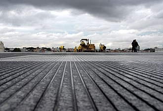 Runway surface at Congonhas Airport in Sao Paulo, Brazil. The grooves increase friction and reduce the risk of hydroplaning. Pista Congonhas03.jpg
