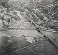 Pname van een verkenningsvliegtuig van de ravage rond de door de Duitsers opgeblazen brug in Arnhem 2.jpg