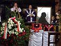 Podczas nabożeństwa pogrzebowego (9949986243).jpg