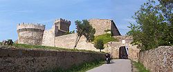 Main gate of Populonia and the fortress