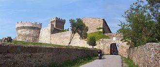 Populonia - Main gate of Populonia and the fortress