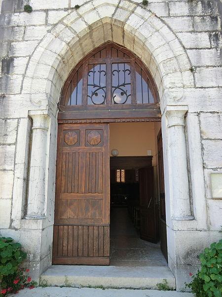 Portail de l'église de Bons.