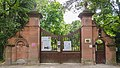 Portail du parc de la Leonardsau (48587782422).jpg