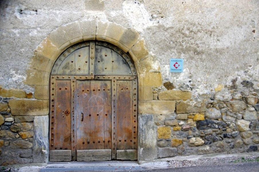 Porte située sur la façade ouest.