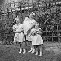 Prinses Beatrix met prinses Christina in haar armen, prinses Irene en prinses Ma, Bestanddeelnr 255-7441.jpg