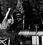 QF 4 inch Mk XVI gun Sorel Industries 1943 LAC 3197373.jpg