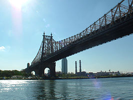 Queensboro Bridge, New York gezien vanaf Roosevelt Island richting Queens