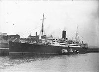 RMS FRANCONIA am West Circular Quay in Sydney (8266248782) (beschnitten).jpg