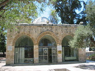 Gamaliel II - Alleged site of the grave of Rabban Gamliel in Yavneh known as the Mausoleum of Abu Huraira. A Hebrew travel guide dated between 1266 and 1291 mentioned a tomb of Rabbi Gammliel in Yavne that is used as a Muslim prayer house