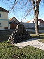 Radovesice, pomník II.jpg