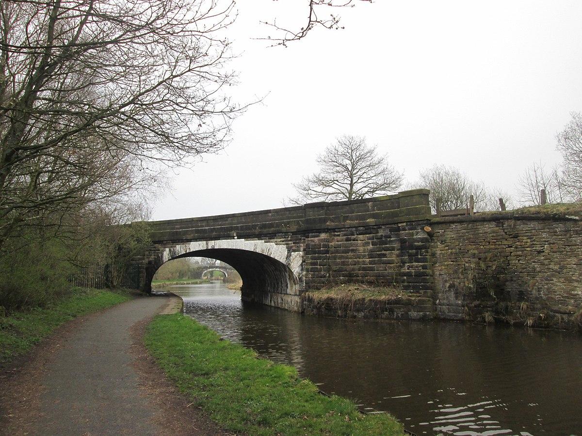 Railway bridge, Chorley.jpg