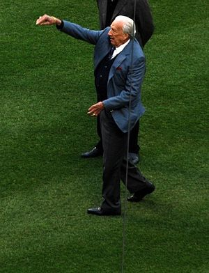 Ralph Kiner - Kiner throws out a ceremonial first pitch at Citi Field, 2011.