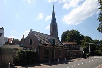 Rijnstraat 152 met kerk Johannes de Doper - Katwijk aan den Rijn.jpg