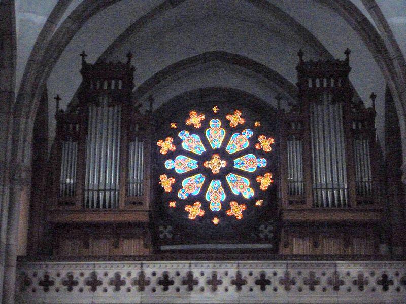 Orgues et rosace de la chapelle Sainte-Anne du couvent de la divine providence de Saint-Jean de Bassel.