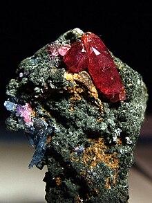 الأحجار الكريمة معلومات عامة 220px-Ruby_-_Winza%2