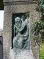 Ruhestätte Bauer Hauptfriedhof Freiburg - Relieffigur 06.jpg
